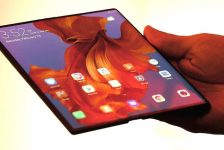 Huawei delays launch of folding smartphone